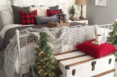 Luxurious Christmas Bedroom Decor Ideas 47