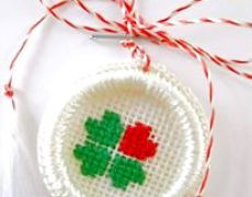 Martisoare Folk Embroidery, Cross Stitch Designs, Knit Crochet, Projects To Try, Christmas Ornaments, Knitting, Holiday Decor, Crafts, Traditional