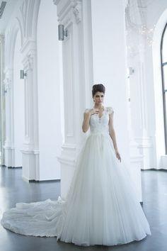 Modelul 1500-120 : andreesalon #andreesalon #weddinggown #weddingdress #vestidodenovia