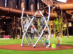 Torres de Juego - DNA Towers Berliner®  https://www.plataformaarquitectura.cl/catalog/cl/products/10611/torres-de-juego-dna-towers-berliner-urbanplay