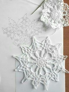 New crochet christmas snowflakes pattern cross stitch ideas Mandala Au Crochet, Crochet Snowflake Pattern, Crochet Stars, Crochet Motifs, Crochet Snowflakes, Crochet Diagram, Doily Patterns, Thread Crochet, Crochet Doilies