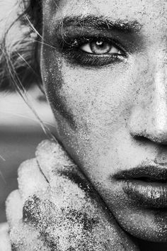 Patrick Feldhusen (P. Feldhusen Fotografie) - Janina – Dark BeautyDark Beauty fotografie, Patrick Feldhusen (P. Black And White Portraits, Black And White Pictures, Black And White Photography, Foto Portrait, Female Portrait, Woman Portrait, Beach Photography, Portrait Photography, Photography Magazine