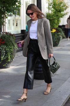 6 Beautiful Wardrobe Basics Flooding the Streets of London Professional Wardrobe, Wardrobe Basics, Work Wardrobe, Spring Street Style, Street Chic, Look Blazer, Fall Outfits For Work, Mini Vestidos, London Street