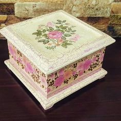 Decoupage Glass, Decoupage Box, Cardboard Box Crafts, Paper Crafts, Decoupage Tutorial, Altered Boxes, Jewellery Boxes, Treasure Boxes, Shabby