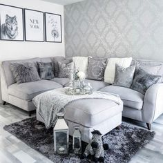 Home Decor Inspiration Henderson Interiors Chelsea Glitter Damask Wallpaper Soft Grey Silver - Wallpaper from I Love Wallpaper UK Living Room Decor Cozy, Elegant Living Room, Living Room Grey, Home Living Room, Living Room Designs, Grey Dinning Room, Damask Wallpaper Living Room, Wallpaper Uk, Wallpaper Backgrounds
