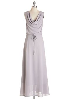 A sweet summer soiree calls for an understated yet beautiful ensemble - with this pale-grey maxi dress at the center! Vestidos Vintage Retro, Retro Vintage Dresses, Vintage Style Outfits, Lavender Bridesmaid Dresses, Grey Bridesmaids, Fit And Flare Wedding Dress, Wedding Dresses Plus Size, Going Out Outfits, Pretty Outfits