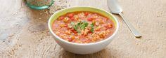 Dans une grande casserole, faire chauffer l'huile à feu moyen; faire sauter les oignons, l'ail et le céleri pendant environ 2 minutes ou jusqu'à ce que les légumes aient légèrement ramolli...