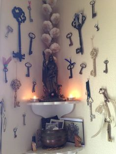 Hecate Altar - I personally wouldn't have an altar to the crossroads goddess in my home, but this corner setup with all the keys is pretty badass. Wicca Altar, Tarot, Book Of Shadows, Gods And Goddesses, Deities, Witchcraft, Cosmos, Photos, Inspiration