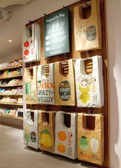 exhibición de bolsos por Ryo Takemasa, via Behance Tante Emma Laden, Zero Waste Store, Fruit Shop, Boutique Deco, Bag Display, Produce Bags, Fabric Bags, Reusable Bags, Cloth Bags
