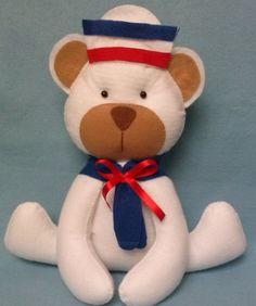 Urso de feltro tema marinheiro. 26 cm de altura <br>Fica sentadinho.