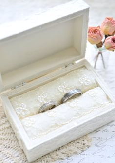 For the bride who desires a ring bearer box with the perfect blend of elegance and glamour...  The Calla Lily inspired flower is created with