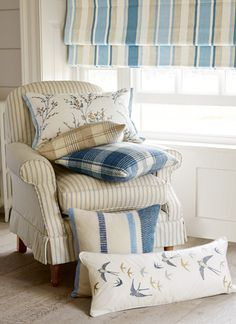 Find sophisticated detail in every Laura Ashley collection - home furnishings, children's room decor, and women, girls & men's fashion. Cheap Bedroom Decor, Cheap Home Decor, Luxury Homes Interior, Interior Design, Interior Ideas, Laura Ashley Home, Laura Ashley Interiors, Victorian Decor, Home Remodeling