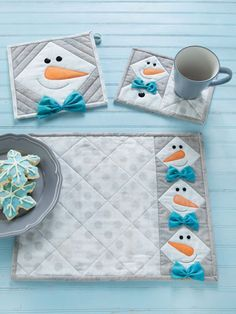 Quilt - This happy guy is easy to make and fun to have around the house. The snowman head is made from half-square triangles with an appliqued carrot nose, button eyes, and a perky bow tie. Comes with pattern for place mats, pot holders and mug rugs. Primitive Christmas, Christmas Mug Rugs, Christmas Sewing, Modern Christmas, Scandinavian Christmas, Christmas Christmas, Christmas Quilt Patterns, Halloween Quilt Patterns, Christmas Quilting Projects
