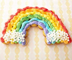 Birthday party guests will love this creative Cupcake Rainbow! Step-by-step instructions: http://www.bhg.com/party/birthday/cake/birthday-cakes-and-cupcakes-for-girls/?page=20=bhgpin040712cupcakerainbow