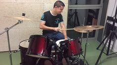 Raúl a la bateria tocant Knockin' On Heavens Door