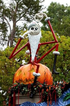 Haunted Mansion Holiday the pumpkin king! Halloween Projects, Halloween House, Fall Halloween, Happy Halloween, Nightmare Before Christmas Decorations, Outdoor Christmas Decorations, Halloween Decorations, Hallowen Ideas, Disneyland Halloween