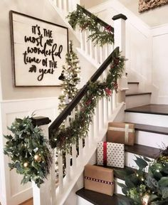 festive christmas staircase decor ideas 27 Artificial fir tree as Christmas decoration? A synthetic Christmas Tree or a real one? Lovers of art Christmas Staircase Decor, Decoration Christmas, Farmhouse Christmas Decor, Rustic Christmas, Holiday Decorations, Staircase Decoration, Decorating Staircase, Apartment Christmas Decorations, Seasonal Decor