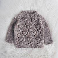 Visby Socks / DROPS Children 30-12 - Gratis breipatronen van DROPS Design Knitted Mittens Pattern, Crochet Poncho, Knitting Patterns Free, Free Knitting, Baby Knitting, Knitted Hats, Crochet Patterns, Drops Design, Crochet Diagram