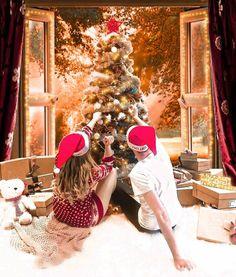 Christmas Photography Couples, Autumn Photography, Christmas Couple, Christmas Mood, Holiday Pictures, Christmas Photos, Couple With Baby, Christmas Engagement, Artsy Photos