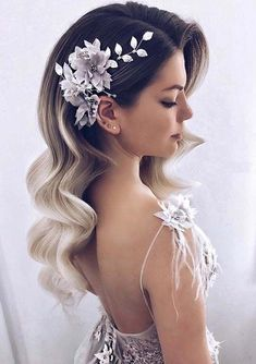 There are a lot of ideas for wedding hairstyles and haircuts for women to make them attractive in 2018. We have compiled in this post the gorgeous trends of long hair waves to wear on wedding day. You may use to sport these elegant types of bridal hair waves for unique and absolutely stunning hair look nowadays. #weddingdayhair