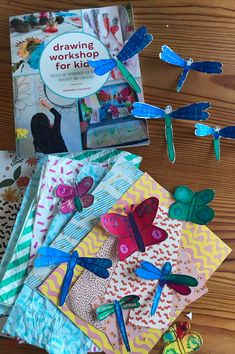 These beautiful painted bugs are one of the projects from the book Drawing Workshop for Kids. Drawing Activities, Art Activities For Kids, Art For Kids, Craft Books, Book Crafts, Creative Play, Creative Crafts, Drawing Projects, Art Projects