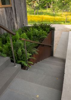 Nice recess of the planter to hide handrail - Hudson Highland Cottage   Nelson Byrd Woltz