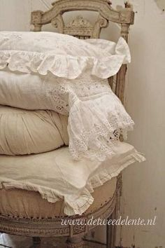 Beautiful pillows by Shabby Chic Bedrooms, Shabby Chic Cottage, Shabby Chic Homes, Lace Bedding, Chabby Chic, Linens And Lace, Vintage Textiles, Home Textile, Decoration