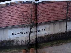 Imagem de http://www.booooooom.com/wp-content/uploads/2010/05/urban_interventions_book_02.jpg.