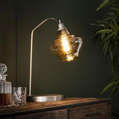 This industrial table lamp has a single light source, is made of metal and has a yellow-tinted glass cap. The light source distributes the light in a beautiful way through the room, creating a great ambiance. Hudson Table, Desk Lamp, Table Lamp, Luminaire Vintage, Drop Lights, Industrial Table, Mason Jar Lamp, Beautiful Lights, Ceiling Lights