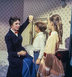 Walt Disney Mary Poppins, Mary Poppins Movie, Mary Poppins 1964, Mary Poppins Costume, My Fair Lady, Old Movies, Great Movies, Julie Andrews Mary Poppins, Merry Poppins