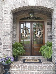 farmhouse front door entrance design ideas tips on selecting your front doors 53 Front Door Entrance, Door Entryway, Front Entrances, Front Door Decor, Double Front Entry Doors, Double Door Wreaths, Entryway Decor, Front French Doors, Rustic Entryway