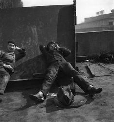 Atelier Robert Doisneau | Galeries virtuelles des photographies de Doisneau - Automobiles Renault