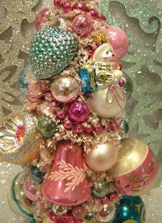 Vintage Christmas Bottle Brush Tree.. Ms bingles