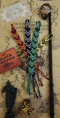 Carte Harry Potter, Bijoux Harry Potter, Harry Potter Bricolage, Harry Potter Bracelet, Deco Harry Potter, Harry Potter Room, Harry Potter Gifts, Harry Potter Pictures, Harry Potter Fandom