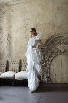 Collezione Signature 2014 - Elisabetta Polignano: abito da sposa con dettagli e tessuto prezioso #wedding #weddingdress #weddinggown #abitodasposa