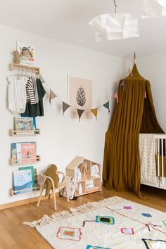 guys, do you still remember what juliet's room looked like when she wasn't born yet and we had just moved into our apartment? whenever i look at THOSE PICTURES right now, i can't believe how ...