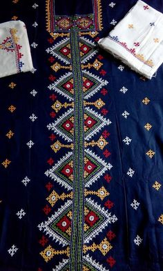 Embroidery Works, Indian Embroidery, Hand Embroidery Designs, Embroidery Dress, Embroidery Applique, Embroidery Patterns, Sewing Patterns, Kutch Work Saree, Kutch Work Designs