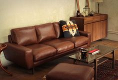 Unico goodness. Leather sofa, classy set up.  (º∞º )∂