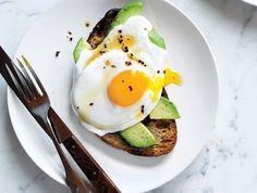 plat équilibré, sandwich au pain de blé entier, recette équilibrée, oeufs, légumes, recettes rapides et équilibrées