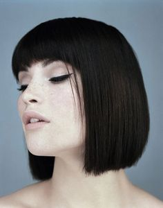Looking for a bob hairstyles for dark hair? In our gallery we have gathered images of Dark Brown Bob Hairstyles that you will love! Bob Hairstyles 2018, Classic Hairstyles, Wig Hairstyles, Hairstyle Ideas, Short Blunt Haircut, Short Hair Cuts, Blunt Bob, Medium Hair Styles, Short Hair Styles