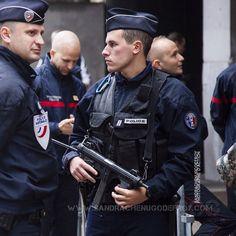 Policiers de la DOPC à proximité du stade de France [Ref:2116-15-0377] #policenationale #gardiendelapaix #DOPC #GPX #bonnetdepolice