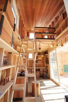 高いロフトもKIBAKO「ノッポ」の魅力のひとつ。ロフト部分はベッドスペースにすることもできます Small Tiny House, Micro House, Tiny House Living, Tiny House Design, Loft Design, Little Houses, Tiny Houses, Log Homes, House Rooms