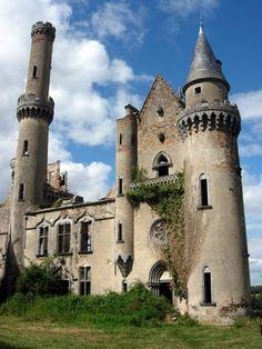 ruines du château de Bagnac à Saint Bonnet de Bellac, Limousin  http://www.pinterest.com/adisavoiaditrev/