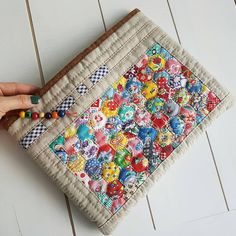 Hexagon Patchwork, Hexagon Quilt, Patchwork Patterns, Patchwork Bags, Quilted Bag, Sewing Patterns, Colchas Quilt, Small Sewing Projects, Craft Bags