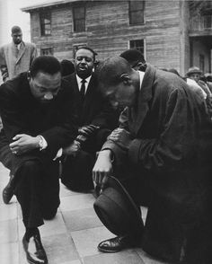 "Martin Luther King Jr, praying with some of his fellow civil rights activists as they prepare to peacefully march on 1 February 1965 (subsequently known as ""Bloody Sunday"") in Selma, Alabama. this is the only time you need to kneel.in prayer! Martin Luther King, Celebridades Fashion, Black History Facts, Black History Month Memes, Black White, Black Man, African Diaspora, My Black Is Beautiful, Beautiful Things"