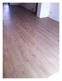 Materiał podłogi (w całym domu, a nawet w łazience: deski dębowe Marazzi Treverk 20x120cm fuga: 1mm kolor fugi: brązowy 142 Mapei