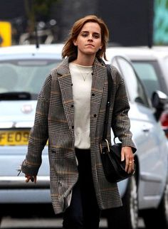 17 Ideas style emma watson casual celebrity for 2019 17 Ideas style emma watson casual celebrity for grande celebrities watson jenner gomez Emma Watson Casual, Emma Watson Outfits, Style Emma Watson, Emma Watson Fashion, Emma Watson Hair, Emma Style, Celebrity Style Casual, Celebrity Style Inspiration, Trendy Style