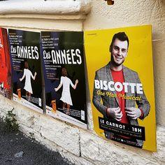 Pose d'affiches au #festival @avignonleoff pour les #spectacles de @biscotteofficiel au #théâtre Le Carnot et Les Années au #théâtre Le Petit Louvre à #avignon #avignonleoff