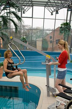 Handi-Move Pool lift with body support, supplied by Dolphin Lifts in the UK.