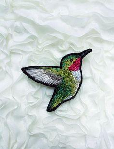 Hummingbird embroidery brooch от bloomingdaythings на Etsy